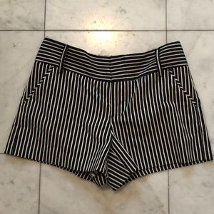Pants - Alice and Olivia black and white striped shorts